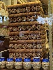 चर्चखेला – मेणबत्तीच्या आकाराची पारंपरिक जॉर्जियन कँडी
